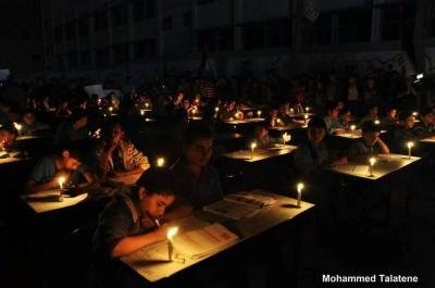 gaza students study by candle light 2